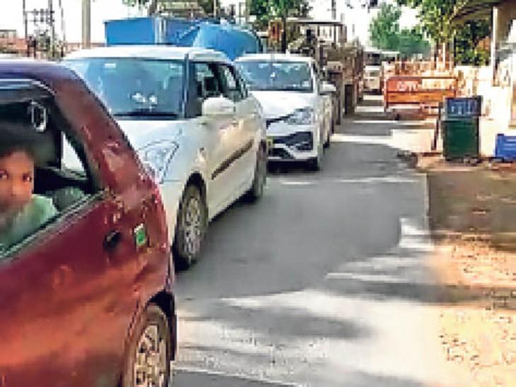 भरतपुर-मथुरा हाइवे पर हो रहे अतिक्रमण से रारह में आए दिन लग रहा है जाम, अधिकारी भी बेखबर|भरतपुर,Bharatpur - Dainik Bhaskar