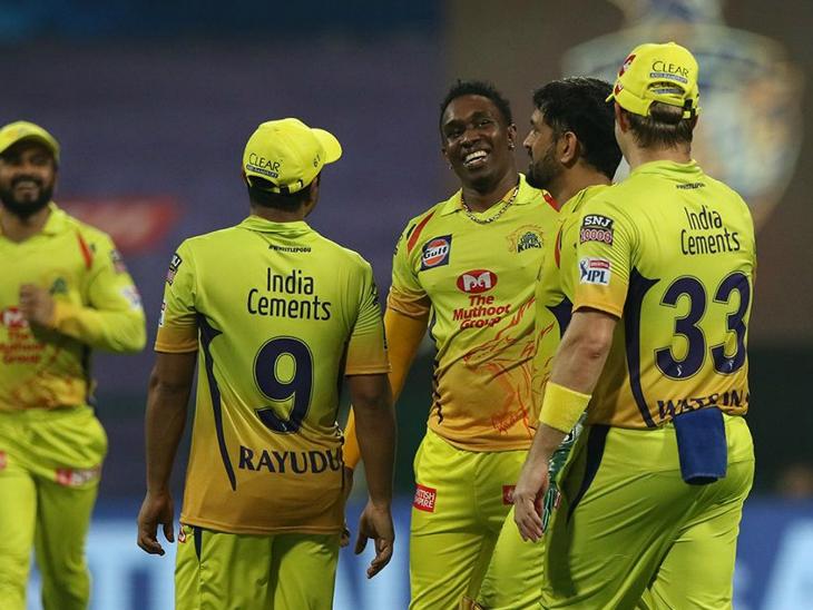 चेन्नई के लिए ड्वेन ब्रावो ने 37 रन देकर 3 विकेट लिए।