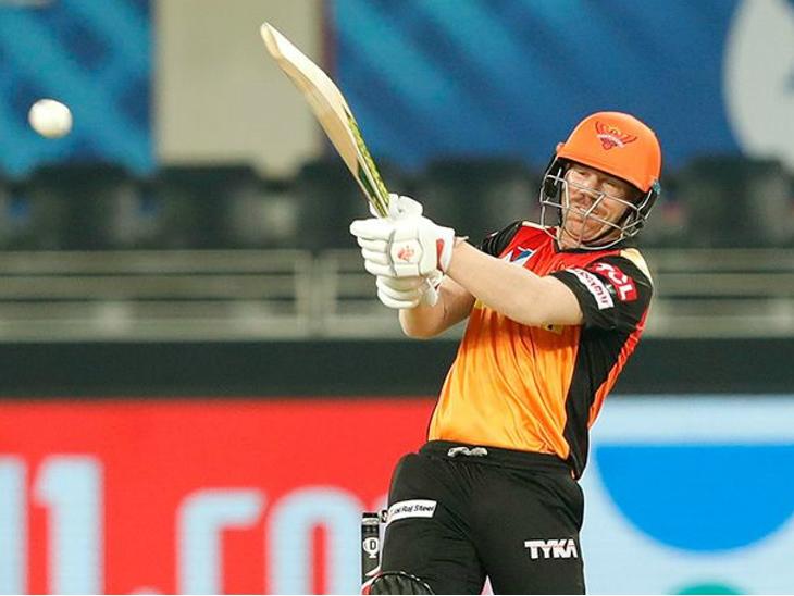 सनराइजर्स हैदराबाद के कप्तान डेविड वॉर्नर ने आईपीएल में 50वीं बार 50+ स्कोर किया।