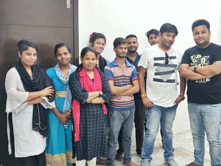 हरीश की टीम में 25 लोग हैं, जो उनके साथ काम करते हैं।
