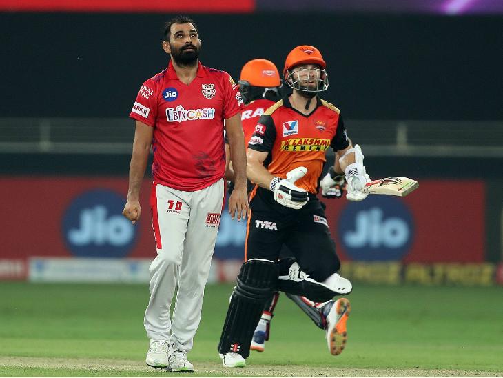 हैदराबाद के केन विलियम्सन ने 10 बॉल पर 20 रन बनाए। उन्होंने अपनी पारी में एक चौका और एक छक्का लगाया।