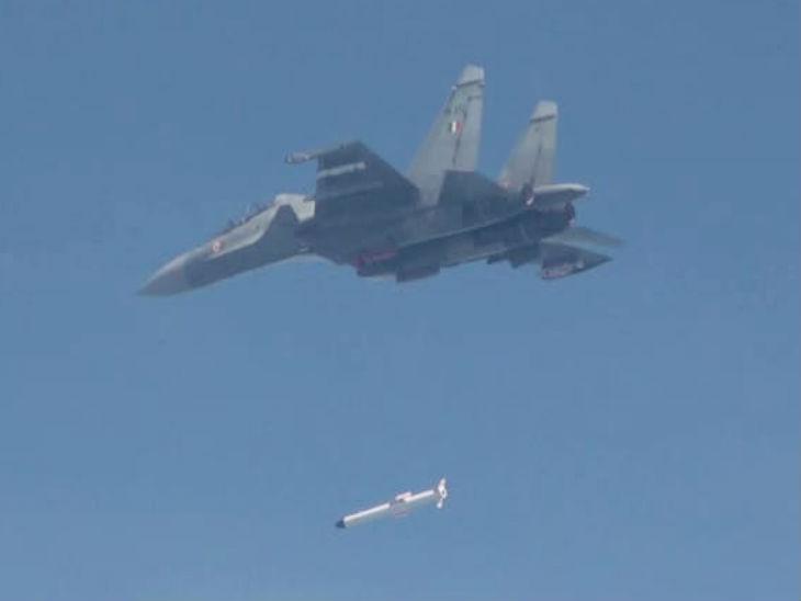 इस मिसाइल को डिफेंस रिसर्च एंड डेवलपमेंट ऑर्गनाइजेशन ने इंडियन एयरफोर्स के लिए तैयार किया है।