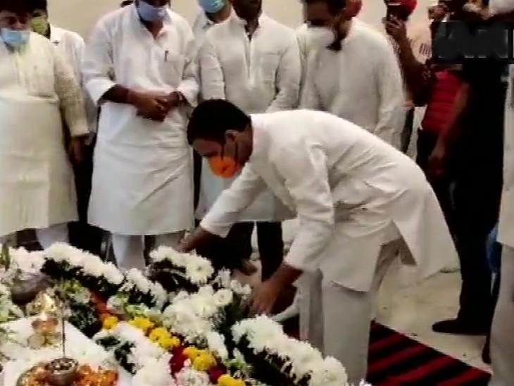 राहुल गांधी भी पहुंचे।
