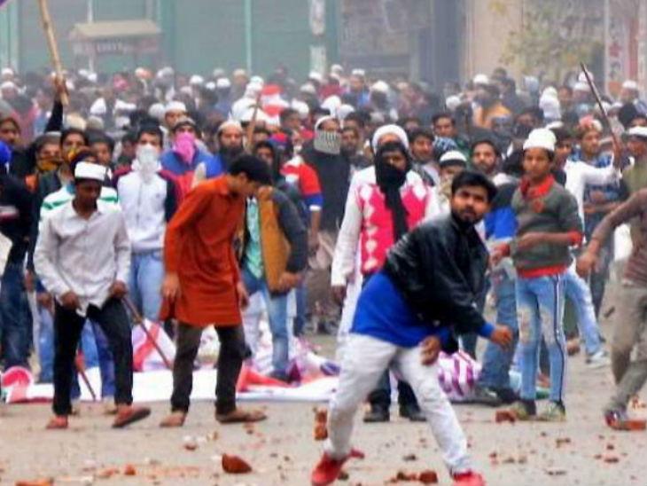 नागरिकता कानून (सीएए) के विरोध में हुए प्रदर्शनों से लेकर दिल्ली में हुए दंगों और श्रीलंका में हुए बम धमाकों तक में पीएफआई का नाम सामने आया था।