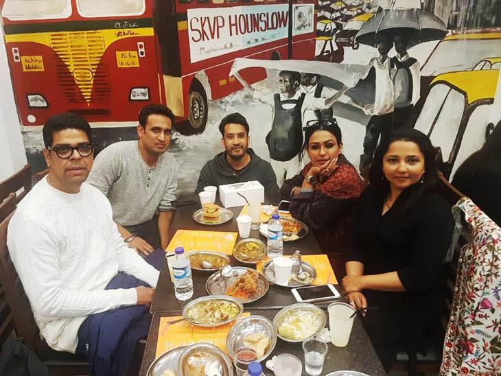 यूके जाने वाले भारत के ढेरों सेलेब्स भी सुजय और सुबोध के रेस्टोरेंट्स पर पहुंचते हैं और भारतीय खाने का लुत्फ उठाते हैं।