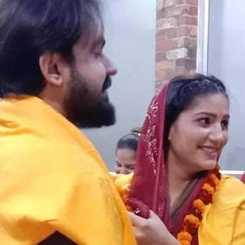Swapna Chowdhury put a garland on the hero's neck.