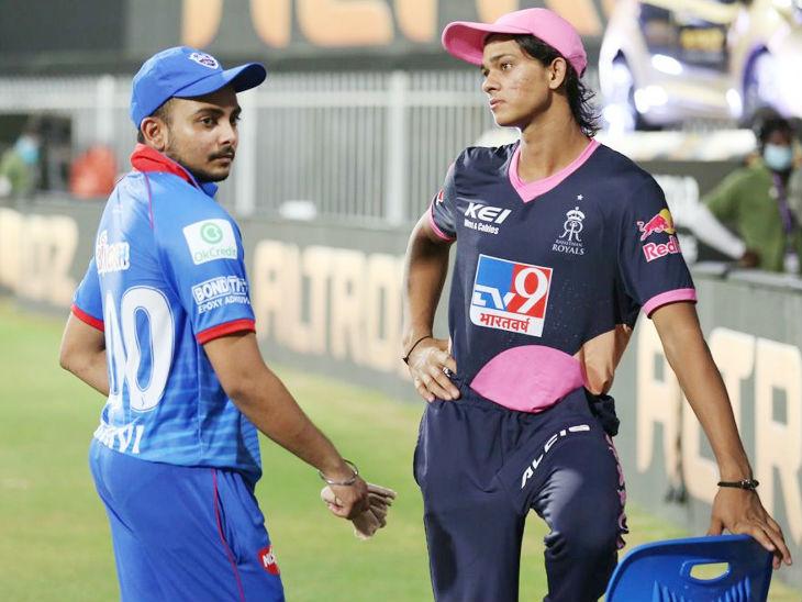मैच के बाद आईपीएल के दो युवा ओपनर दिल्ली के पृथ्वी शॉ और राजस्थान के यशस्वी जायसवाल। पृथ्वी का आईपीएल में यह तीसरा और यशस्वी का पहला सीजन है।
