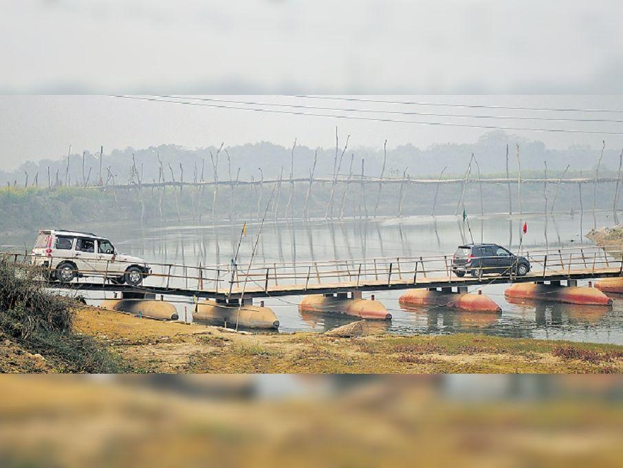 4 दशक से चुनाव में उठता है मुद्दा पर वोटिंग के साथ ही खत्म; पीपा पुल बना हर साल कराेड़ाें की वसूली|मुजफ्फरपुर,Muzaffarpur - Dainik Bhaskar