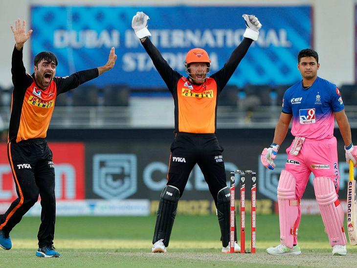 हैदराबाद के राशिद खान ने 4 ओवर में 25 रन देकर 2 विकेट लिए। राशिद ने रॉबिन उथप्पा और संजू सैमसन को पवेलियन का रास्ता दिखाया।