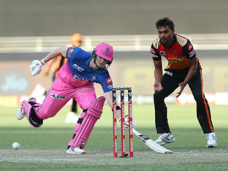 राजस्थान के स्टीव स्मिथ 5 रन बनाकर रन आउट हुए।
