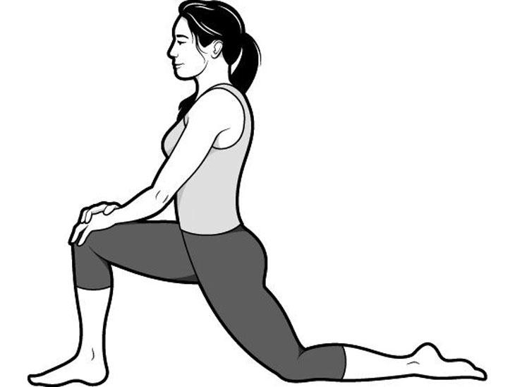 इस अभ्यास से पैरों की मांसपेशी खुलने लगती है। अपने बाएं पैर को पीछे ले जाएं, दूसरे पैर को आगे की तरफ कर घुटने को मोड़ लें। पैर की उंगलियों को बाहर निकालें। अपने पेल्विक को नीचे की ओर ढकेलें, फिर अपनी बाहों को ऊपर उठाएं और अपने ऊपरी शरीर को पीछे झुकाएं और एक आर्च बनाएं (जो आधा चंद्रमा जैसा दिखता है)।