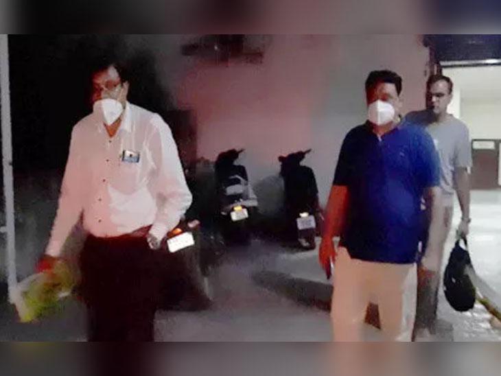 कैथल के आर्य डायग्नोस्टिक सेंटर पर रेड करने पहुंची स्वास्थ विभाग की टीम।