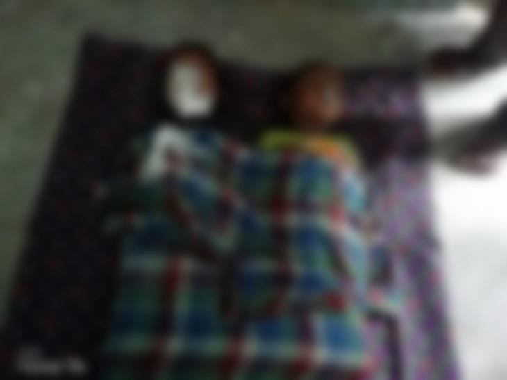 दोनों बच्चे रोज की तरह रविवार शाम भी साथ ही खेल रहे थे। इस दौरान खेलते हुए दोनों घर के पीछे बनी बाड़ी में चले गए और कुएं में गिर पड़े।