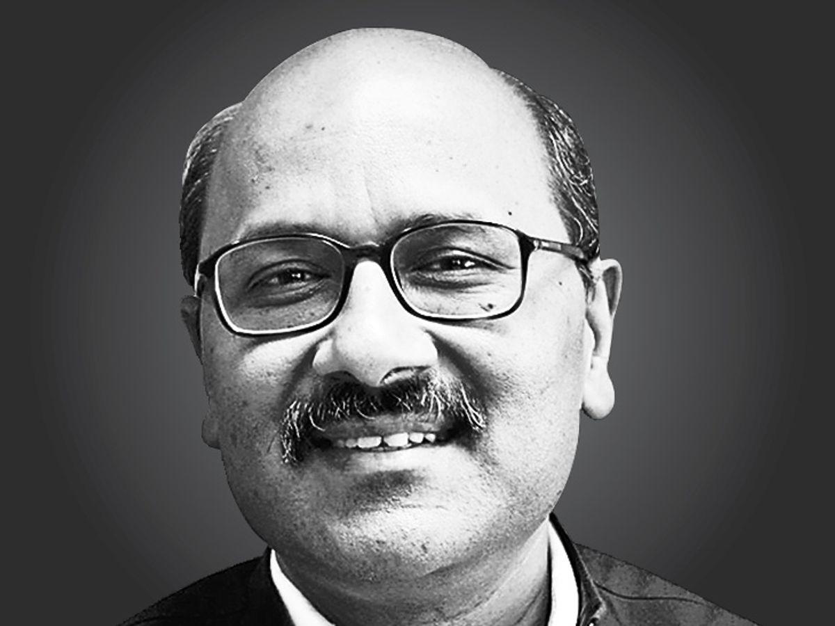 टीआरपी का झगड़ा मीडिया के लिए ही आत्मघाती साबित होगा, इस लड़ाई में प्रणब मुखर्जी, भीष्म पितामह, कोई जज या रेफरी भी नहीं है, जो खतरे की सीटी बजा सके|ओपिनियन,Opinion - Dainik Bhaskar