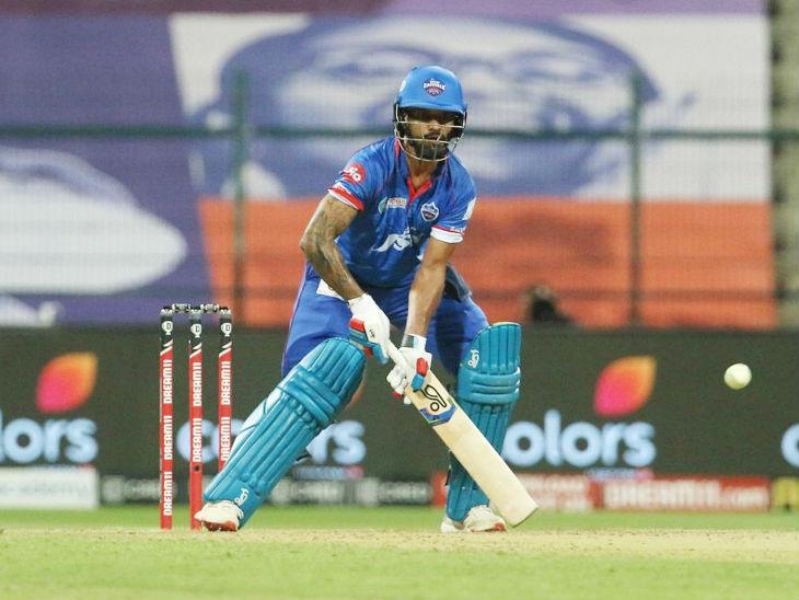 दिल्ली कैपिटल्स के ओपनर शिखर धवन ने 52 बॉल पर 69 रन की पारी खेली। एक छक्का लगाते हुए धवन ने आईपीएल में अपने 100 सिक्स पूरे कर लिए।