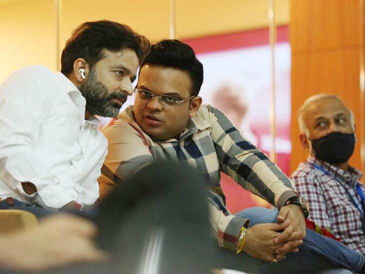 बीसीसीआई के सचिव जय शाह और कोषाध्यक्ष अरुण धूमल भी मैच देखने पहुंचे।
