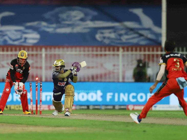 कोलकाता के कप्तान दिनेश कार्तिक 2 बॉल पर 1 रन बनाकर आउट हुए। युजवेंद्र चहल ने उन्हें क्लीन बोल्ड किया।