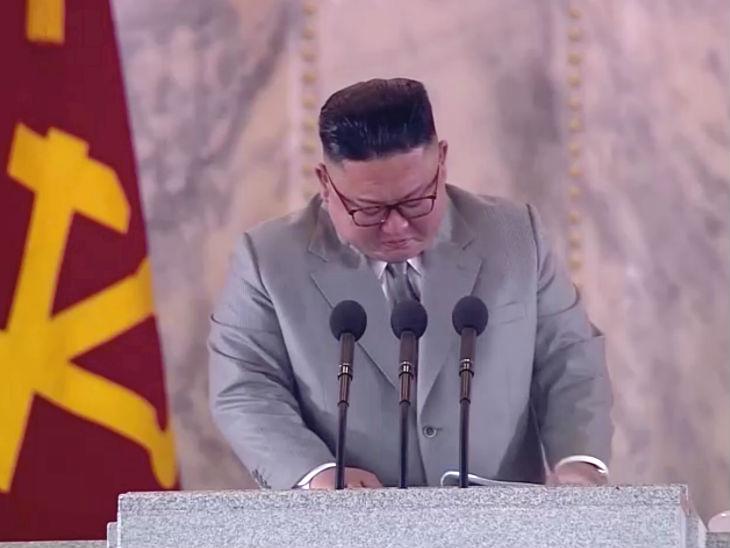 Kim Jong Un North Korea | North Korea leader Kim Jong Un get emotional during a speech at a military parade in Pyongyang. | किम जोंग उन ने नॉर्थ कोरिया के सैनिकों का शुक्रिया अदा किया, अपनी गलतियों की माफी मांगते हुए रो पड़े