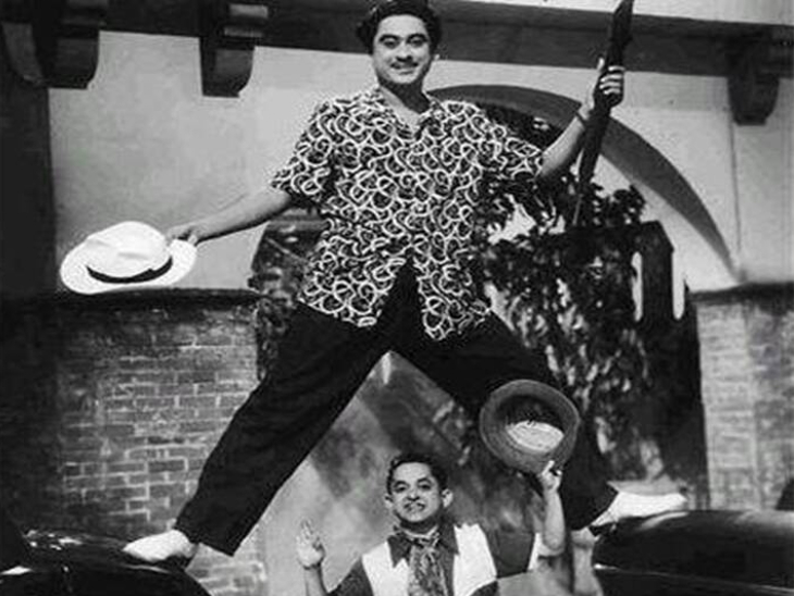 Kishore Kumar had four marriages.  Yet he felt lonely.  He said in an interview that no one here is a friend.  He used to say that it is better to talk to a tree than to make friends.  Kishore Kumar used to talk to the tree.