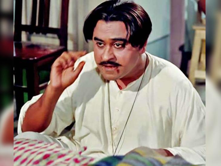 Kishore Kumar was born on 4 August 1949 in Khandwa, Madhya Pradesh.  His childhood name was Abhas Kumar Ganguly, but later he changed his name to Kishore Kumar.
