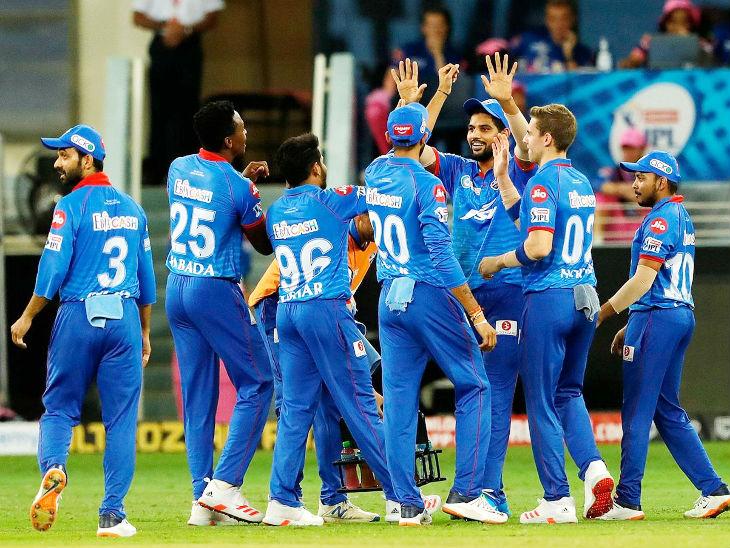 राजस्थान रॉयल्स के खिलाफ जीत के बाद खुशी मनाते दिल्ली कैपिटल्स के खिलाड़ी। - Dainik Bhaskar