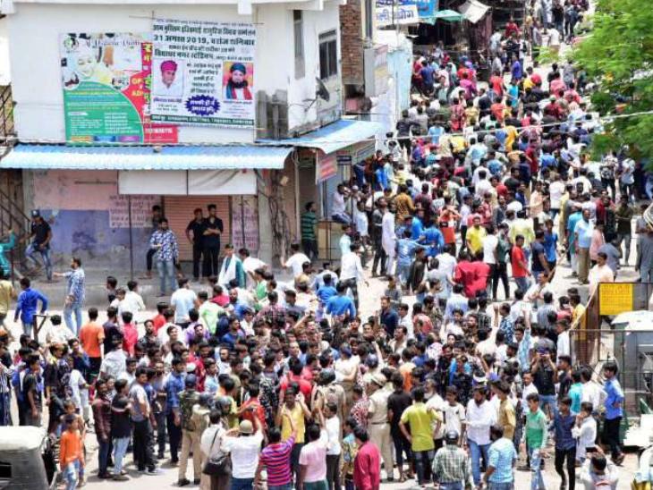 घटना के बाद से शहर में तनाव की स्थिति बन गई थी, पुलिस ने 5 दिनों तक 13 थाना क्षेत्रों में इंटरनेट बंद कराया था।