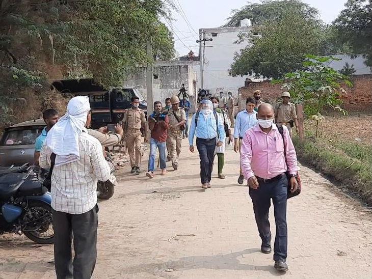 आरोपियों के गांव पहुंची सीबीआई टीम।