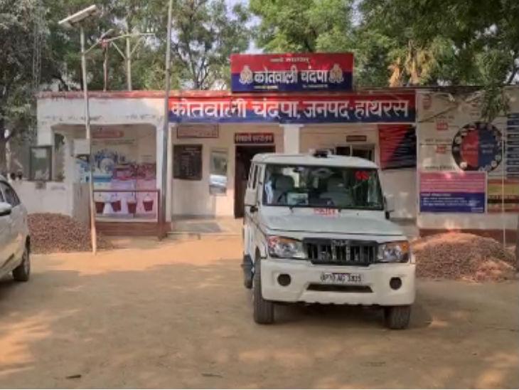 चंदपा कोतवाली में सीबीआई के अफसरों ने पुलिसकर्मियों से पूछताछ की।