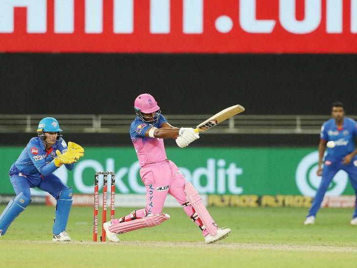 राजस्थान के संजू सैमसन ने 2 छक्कों की मदद से 18 बॉल पर 25 रन बनाए। सैमसन सीजन में सबसे ज्यादा छक्के लगाने वाले बल्लेबाज बन गए हैं। उन्होंने 8 मैच 18 छक्के जड़े हैं।