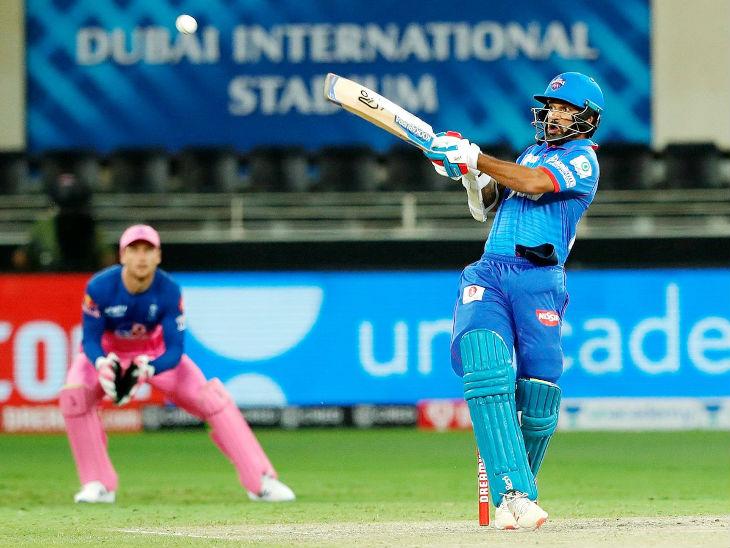 दिल्ली कैपिटल्स के लिए शिखर धवन ने सबसे ज्यादा 57 रन बनाए। धवन आईपीएल में 39वीं फिफ्टी लगाने वाले पहले भारतीय बन गए हैं। इस मामले में धवन ने विराट कोहली, रोहित शर्मा और सुरेश रैना को पीछे छोड़ दिया।