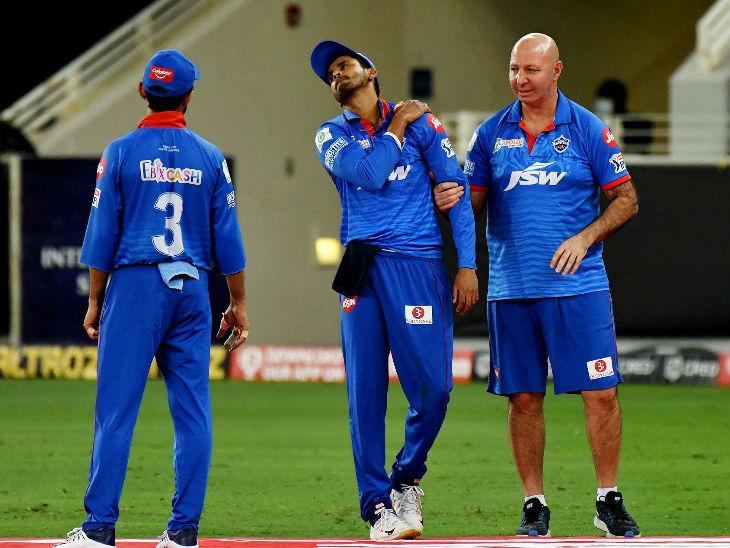 राजस्थान की पारी के 5वें ओवर की आखिरी बॉल पर फील्डिंग के दौरान श्रेयस के कंधे में चोट लगी। इसके बाद वो मैदान से बाहर चले गए थे। उनकी गैरमौजूदगी में शिखर धवन ने कप्तानी की।