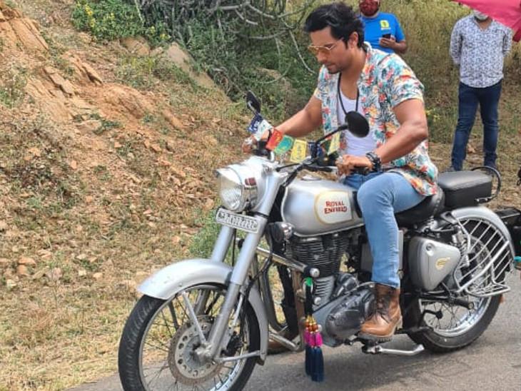 स्पोर्ट्स कंपनी के ऐड शूट के लिए पहुंचे जयपुर।
