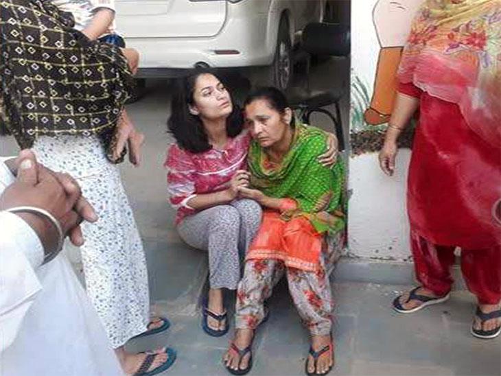बलिवंदर की पत्नी जगदीश कौर और बेटी अमृत कौर।