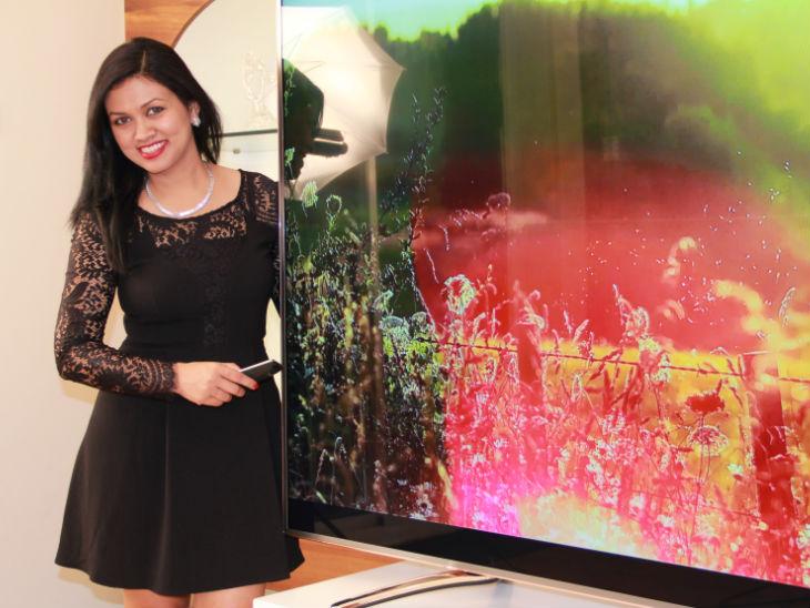 देविता सराफ ने हार्वर्ड यूनिवर्सिटी से पढ़ाई की है। वो जेनिथ कंप्यूटर्स के मालिक राजकुमार सराफ की बेटी हैं।