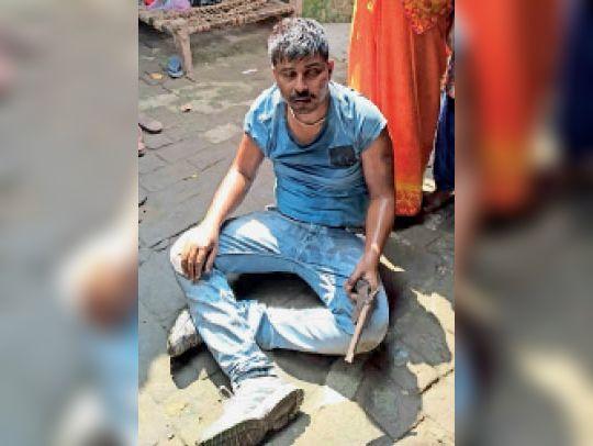 हथियार के साथ पकड़ा गया अरमान मलिक।