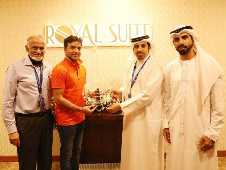 आईपीएल गवर्निंग काउंसिल के चेयरमैन बृजेश पटेल और बीसीसीआई के कोषाध्यक्ष अरुण धूमल का शारजाह में स्वागत किया गया।