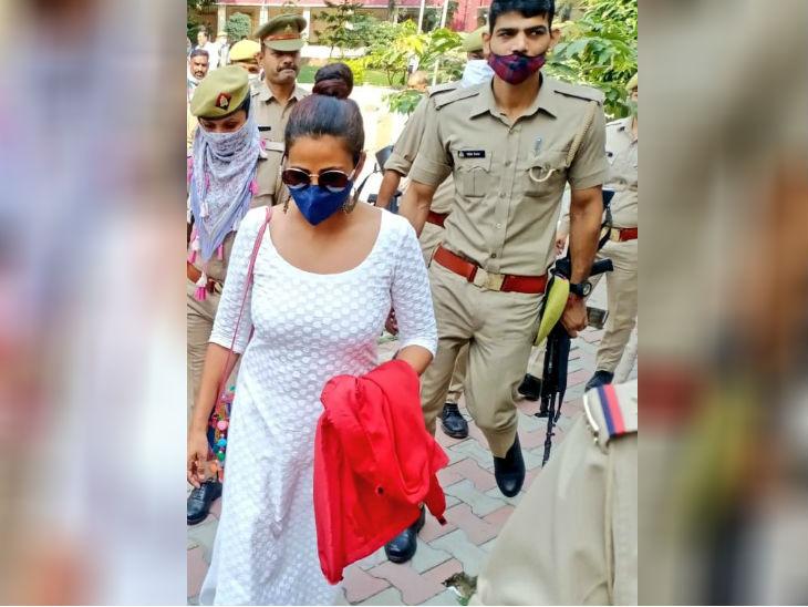 आलिया सिद्दीकी ने मुजफ्फरनगर कोर्ट में दर्ज कराया बयान, नवाजुद्दीन सिद्दीकी के वकील बोले- पैसों के लालच में ब्लैकमेलिंग का ये मामला उत्तरप्रदेश,Uttar Pradesh - Dainik Bhaskar