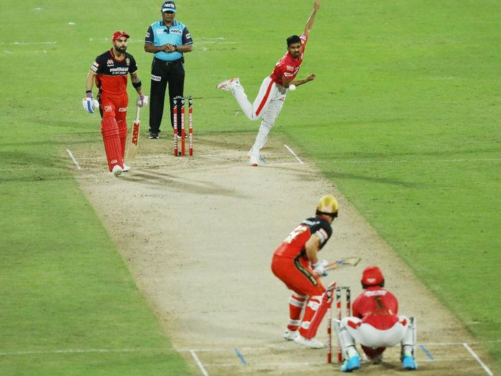 पंजाब के स्पिनर मुरुगन अश्विन ने 4 ओवर में 23 रन देकर 2 विकेट लिए।