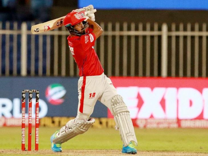 पंजाब के कप्तान लोकेश राहुल ने मैच में 49 बॉल पर 61 रन की नाबाद पारी खेली। उन्होंने 5 छक्के और एक चौका लगाया।