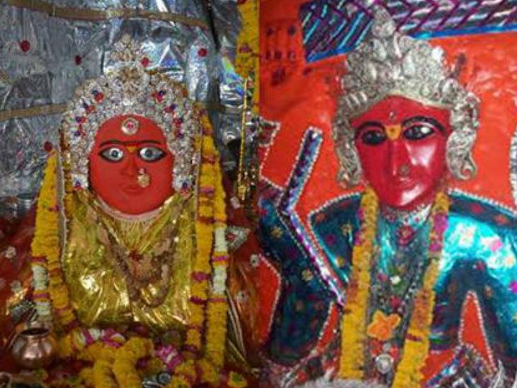 देवी के 52 शक्तिपीठ में से मां चामुंडा, तुलजा दरबार को एक शक्तिपीठ में दो हजार से अधिक भक्त दर्शन के लिए पहुंचे।