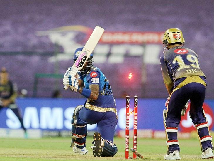 मुंबई के सूर्यकुमार यादव 10 रन बनाकर बोल्ड हुए।