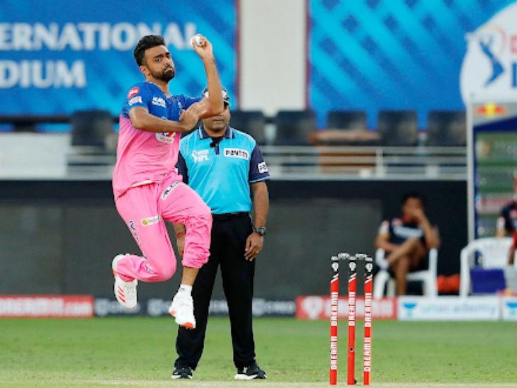 राजस्थान के जयदेव उनादकट के एक ओवर में डिविलियर्स और गुरकीरत सिंह ने 25 रन जड़े।