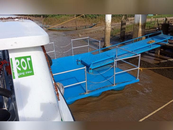 तीन स्थानों पर तैरते हुए जैटी भी बनाए गए हैं जहां आकर एंबुलेंस खड़ी हो सकती है और मरीजों को रिसीव कर सकती हैं।