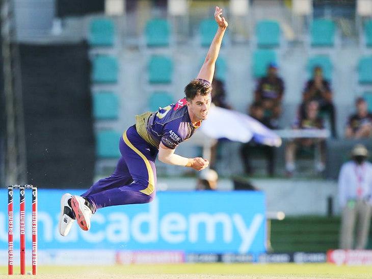 केकेआर के तेज गेंदबाज पैट कमिंस ने मैच में एक विकेट लिया। इसी के साथ उन्होंने ओवरऑल टी-20 क्रिकेट में अपने 100 विकेट पूरे किए।