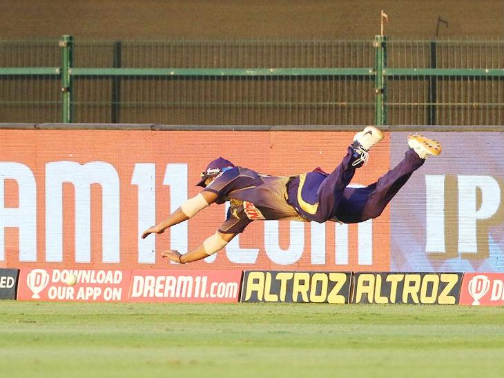 केकेआर के राहुल त्रिपाठी बल्लेबाजी में कुछ खास नहीं कर पाए, लेकिन उन्होंने फील्डिंग के दौरान कोई कसर नहीं छोड़ी।