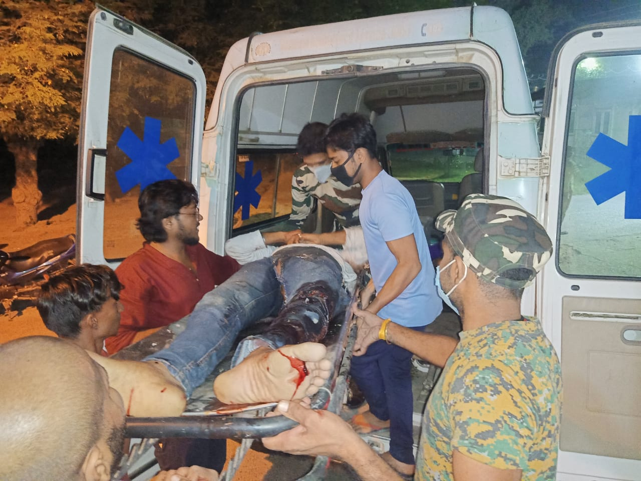 घायलों को मगध मेडिकल कॉलेज रेफर कर दिया गया।