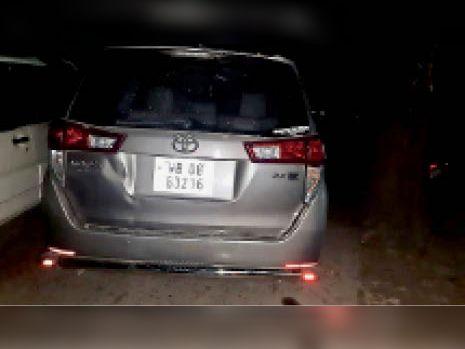 बंगाल नंबर इनोवा कार।
