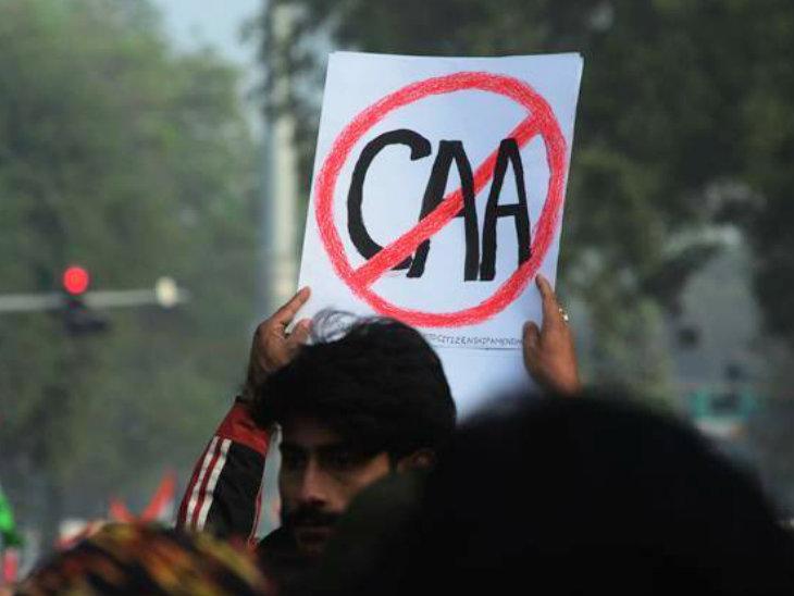 इस साल फरवरी में CAA के विरोध में देशभर में प्रदर्शन हुए थे। -फाइल फोटो - Dainik Bhaskar