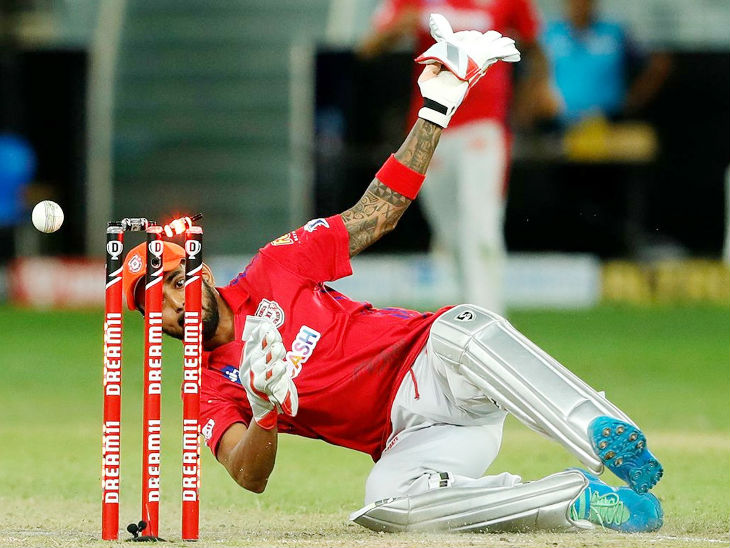 विकेटकीपर लोकेश राहुल ने क्विंटन डिकॉक को रनआउट करते हुए पहला सुपर ओवर टाई पर रोका।