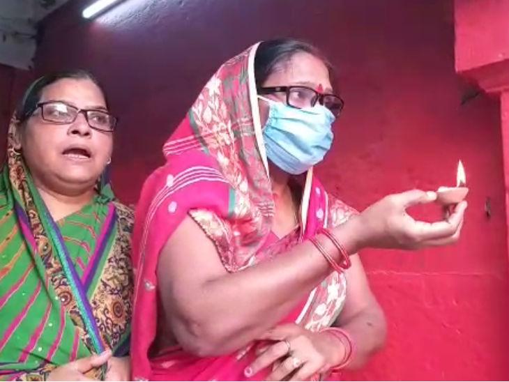 चौथे दिन मां कूष्मांडा के दर्शन के लिए मंदिर में उमड़ी भक्तों की भीड़, लोग बोले- हर आपदा में मां रक्षा करती हैं उत्तरप्रदेश,Uttar Pradesh - Dainik Bhaskar